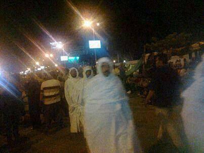 sang pejuang agama sudah bersiap sekiranya panggilan syahid memanggil mereka.  Kain kafan yang ditunjukkan sebagai simbolik mereka bersedia untuk mati syahid untuk mempertahankan kepimpinan Dr.Muhammad Mursi dan Syariyyah.
