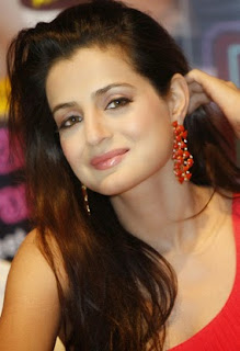 Ameesha Patel   IMAGES, GIF, ANIMATED GIF, WALLPAPER, STICKER FOR WHATSAPP & FACEBOOK