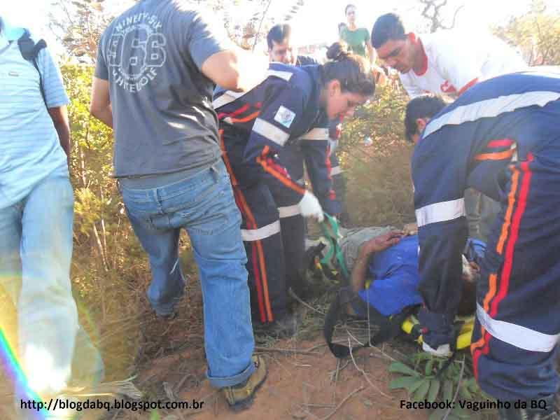 SAM 1502+cópia Motorista perde o controle em ultrapassagem e carro capota várias vezes em Minas Novas MG