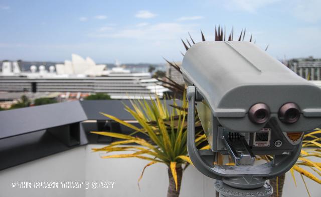 Australia trip - Sydney - Sydney Harbor YHA - Rooftop - The binoculars and Sydney Opera House