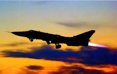 Ночные полеты, взлетает Су 24М.