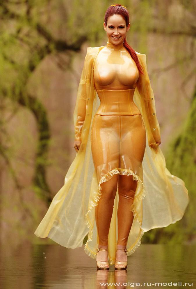 фото девушки голом платье