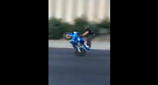 Roues arrieres moto sur une autoroute en france