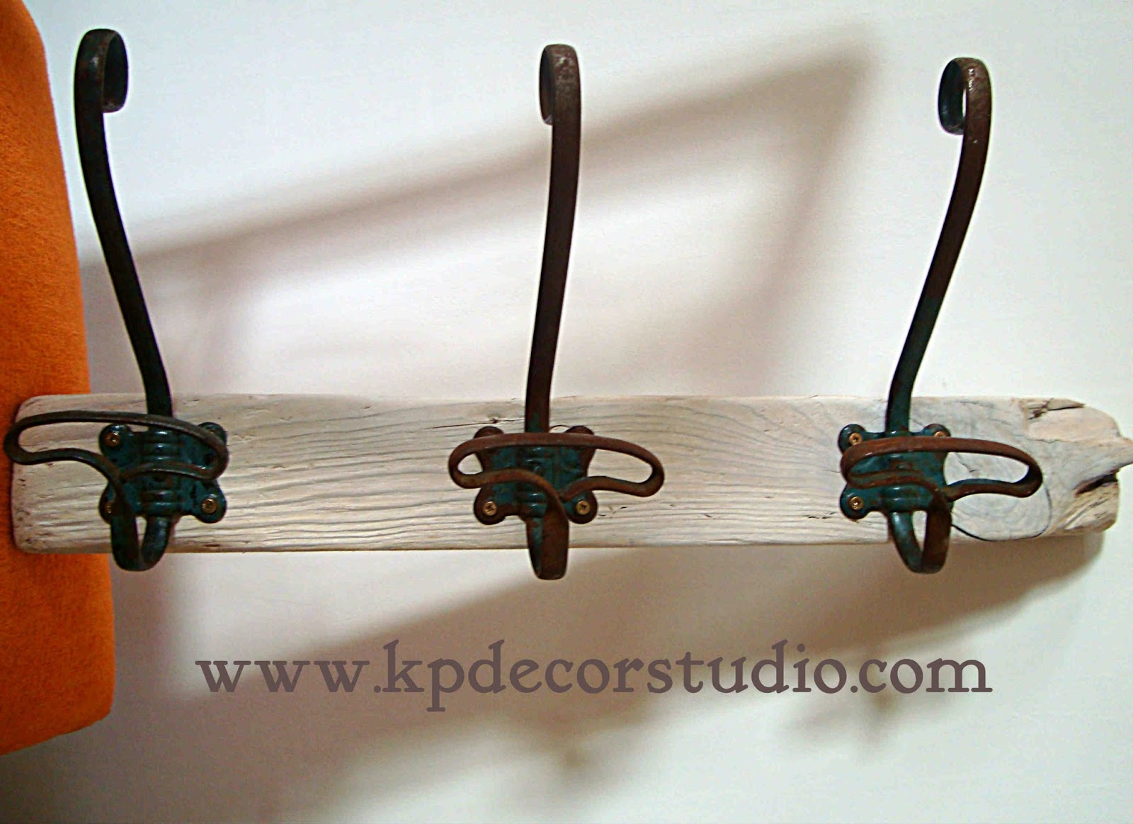 Kp decor studio perchero artesanal de madera con 3 - Percheros de pared baratos ...