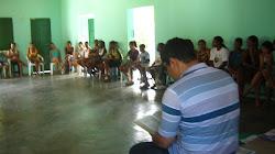 Pe. Alex pronuncia sua palestra para os jovens de Camaçari.