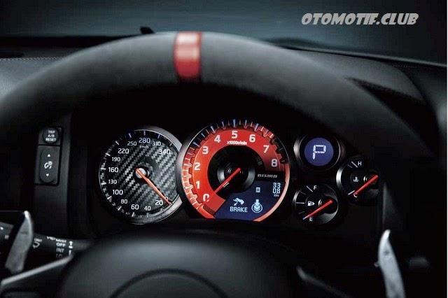 Nissan GT-R LM Nismo dashboard