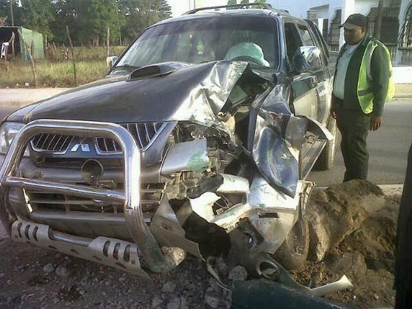 En San Juan; Una joven sufre accidente de tránsito, chocó con un poste de luz
