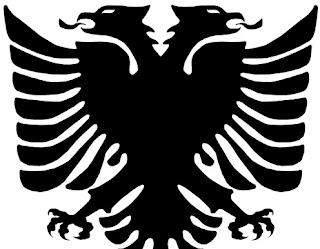 Αξιωματικός της Ελληνικής Αστυνομίας, που υπηρετεί σε τμήμα των Ελληνοαλβανικών συνόρων, έχει τατουάζ στο μπράτσο του με την Αλβανική σημαία!