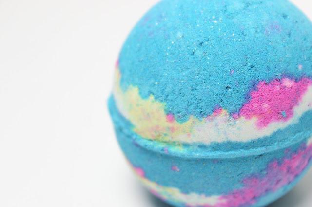 A picture of Lush Intergalactic Bath Bomb
