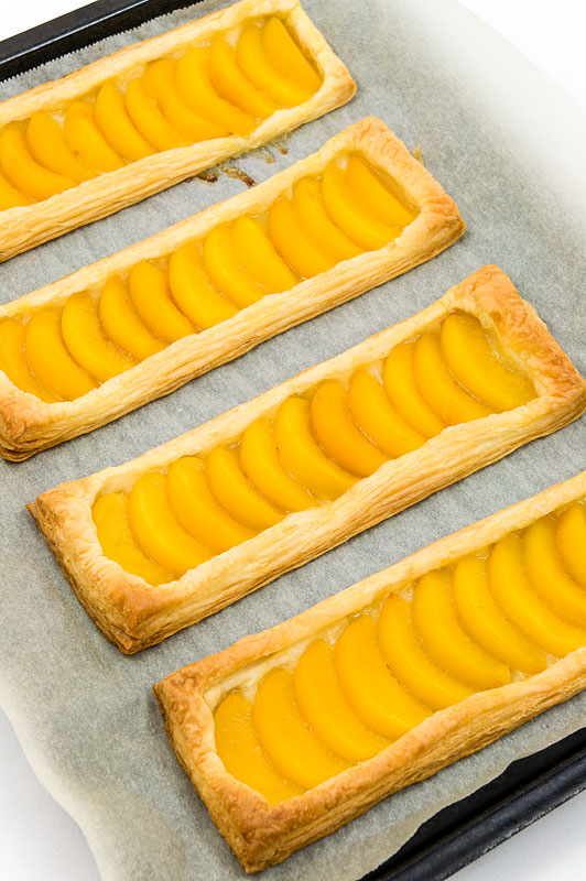 Peach galette enostavna breskova sladica baked on tray