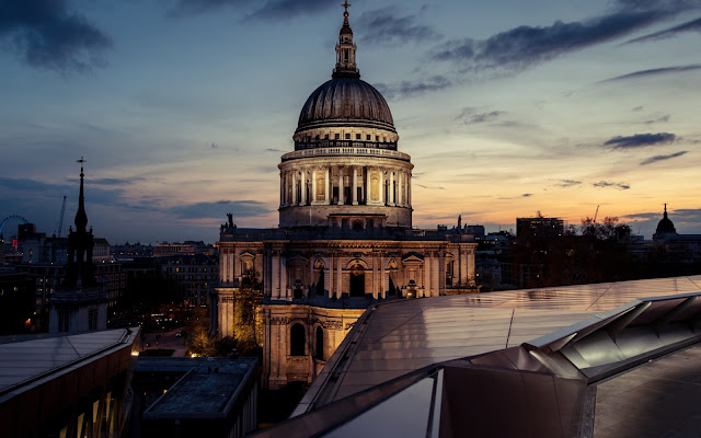 Imagenes de la Catedral de San Pablo en la Ciudad de Londres en la Noche