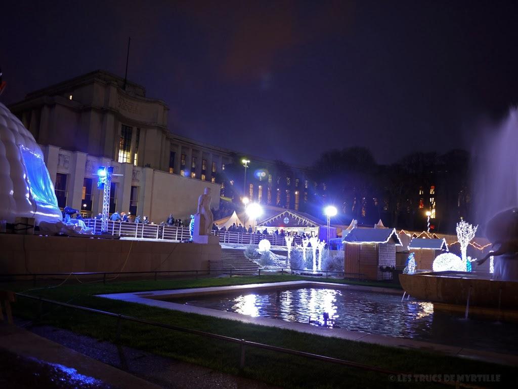 Fond d'écran #2 de DECEMBRE 2013, avec et sans le calendrier du mois - Marché de Noël, jardins du Trocadéro (photo déc. 2011)