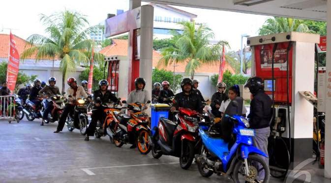 Harga BBM Naik, Kendaraan Mengular di SPBU Kota Solo