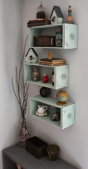 Cassetti come mensole idea d 39 immagine di decorazione - Dipingere mobili vecchi ...