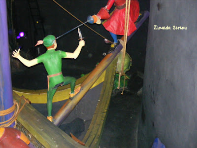 paris-disneyland-peter-pan-in-duel-cu-piratii