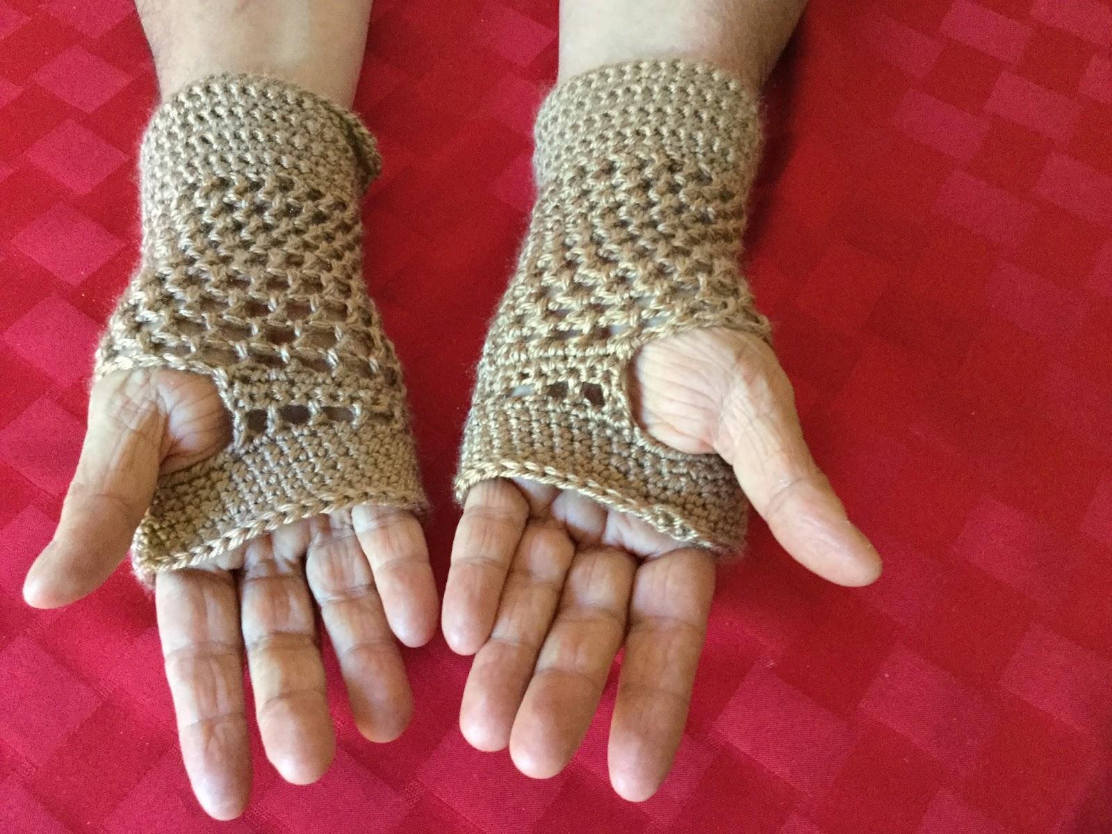 Tibbi\'s Space: Tibbi\'s Crocheted Fingerless Gloves