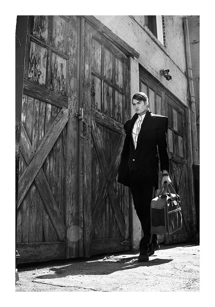 moda masculina Eqiiz Evan Santoro by Redner Salonga in the Art of Deviation
