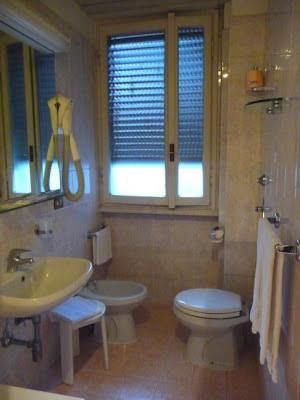 Milano (Italy): Hotel Cristallo - Bathroom