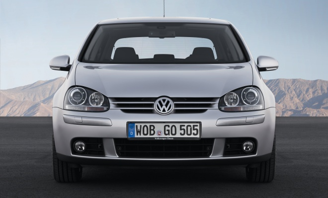 Volkswagen Golf V front view
