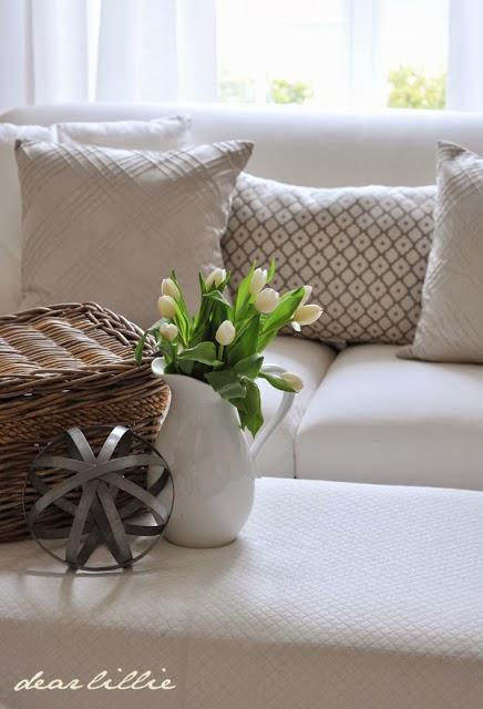 http://dearlillieblog.blogspot.com/2013/04/living-room.html