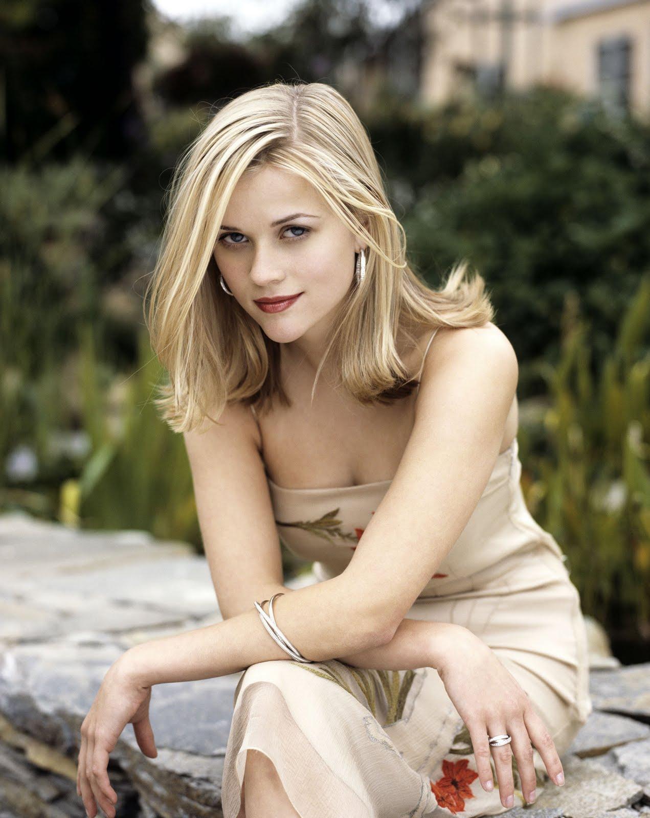 http://1.bp.blogspot.com/-WgvsGaeivyY/TjhB3sikIZI/AAAAAAAAAqE/tPW9rkVSqcI/s1600/Reese-Witherspoon-HQ-actresses-8251790-1674-2108.jpg