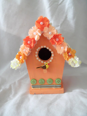 This birdhouse is a gift for Merry over at MAS.  She hosted the swap.