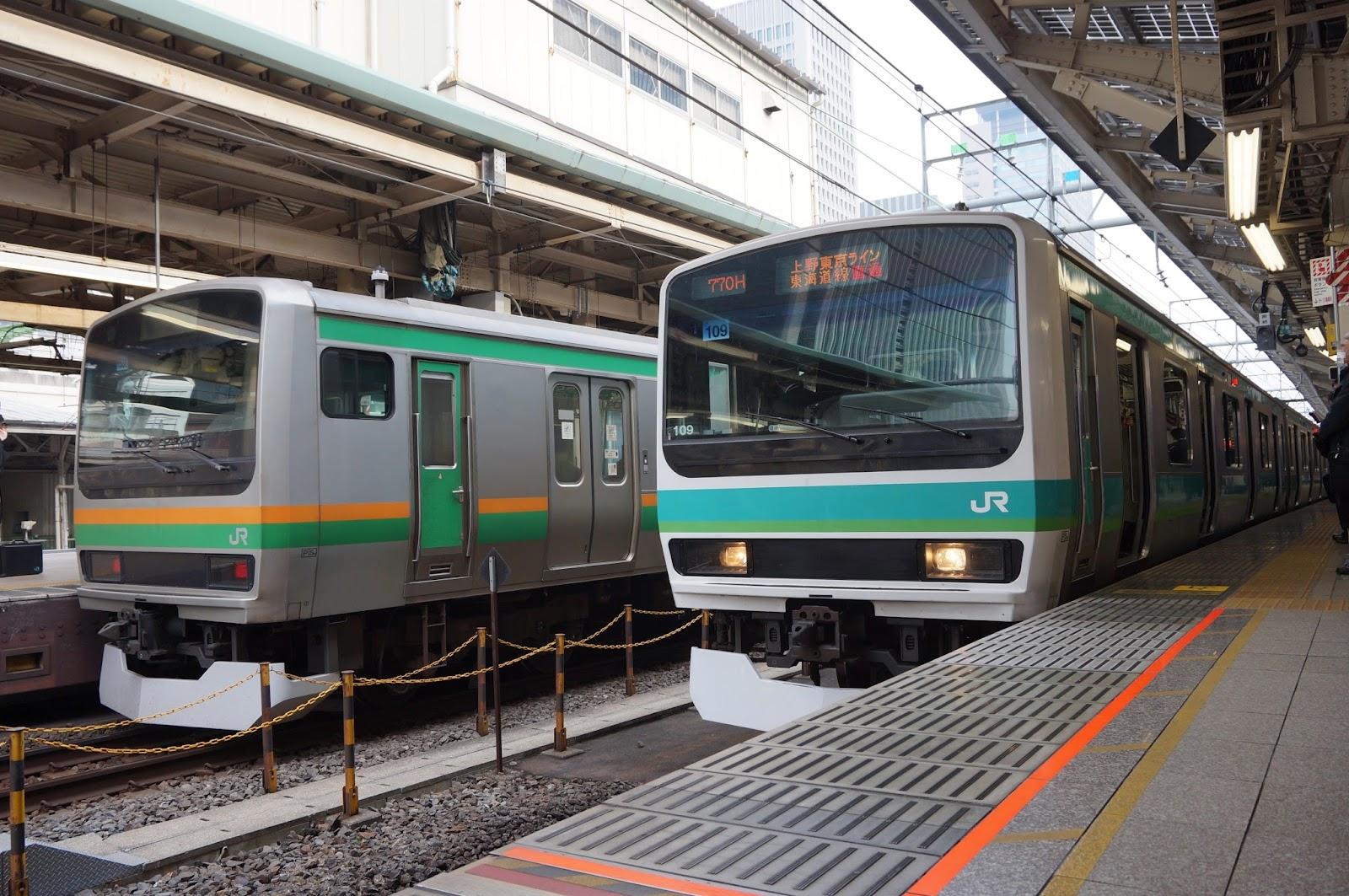 上野東京ライン東京駅に停車する東海道線E231系と常磐線E231系