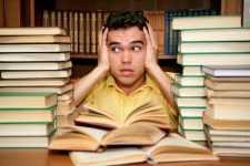 estudante e livros