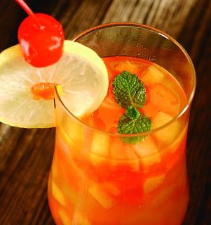 dengan es batu dan buah cherry resep es cocktail buah