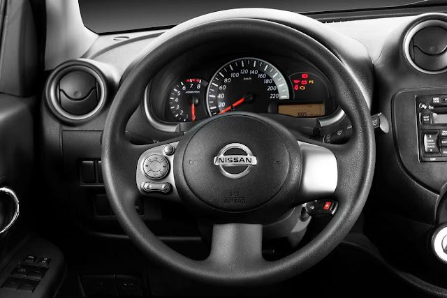 Nissan March 2013 SR Premium - interior - painel