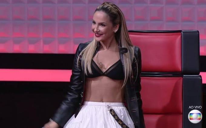 Claudia Leitte vira piada na final do The Voice