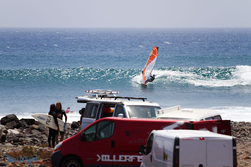 Aleix Sanllehy windsurfing