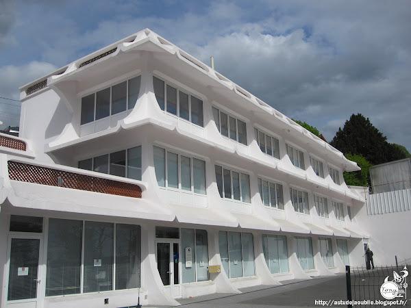 Champigny-sur-Marne - Immeuble - bureaux - entreprise. Actuellement Agence pôle emploi.  Architecte:  Construction: