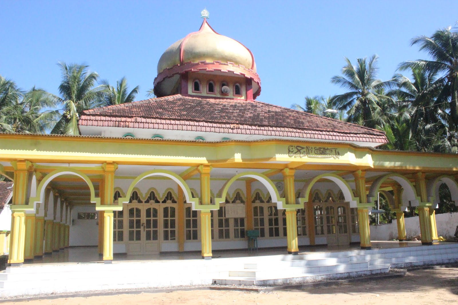 Masjid Jamik Desa Legung Timur