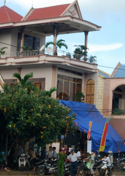 Gia Lai: Giám đốc chết trong tư thế treo cổ tại nhà riêng