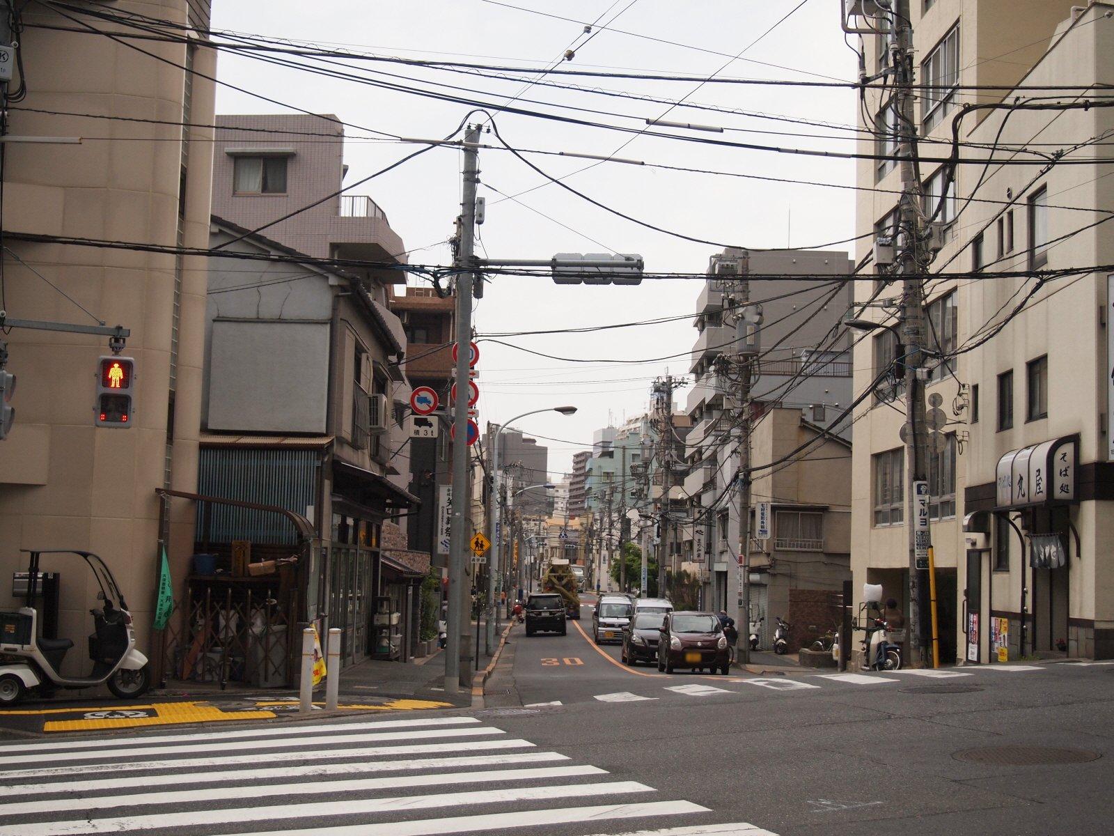 【東京】無電柱化、東京23区で8%… 100%のロンドンとパリ、95%の台北、46%のソウルなどと比べ、率の低さが際立つ YouTube動画>2本 ->画像>39枚