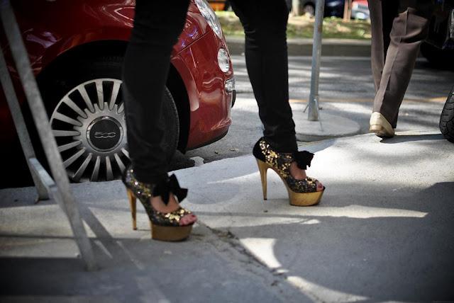 http://1.bp.blogspot.com/-WiEoQ91zBC8/Tnu1YId-_xI/AAAAAAAAAfU/veTcV3_2Gss/s1600/1+fashion+week+186.JPG_effected.jpg