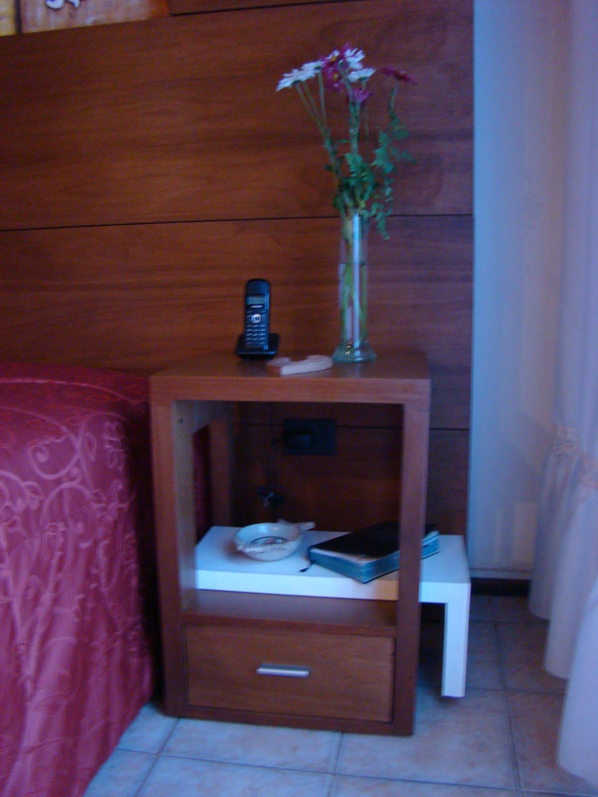 Dise os en madera respaldo de cama y mesas de luz for Disenos de mesas de madera