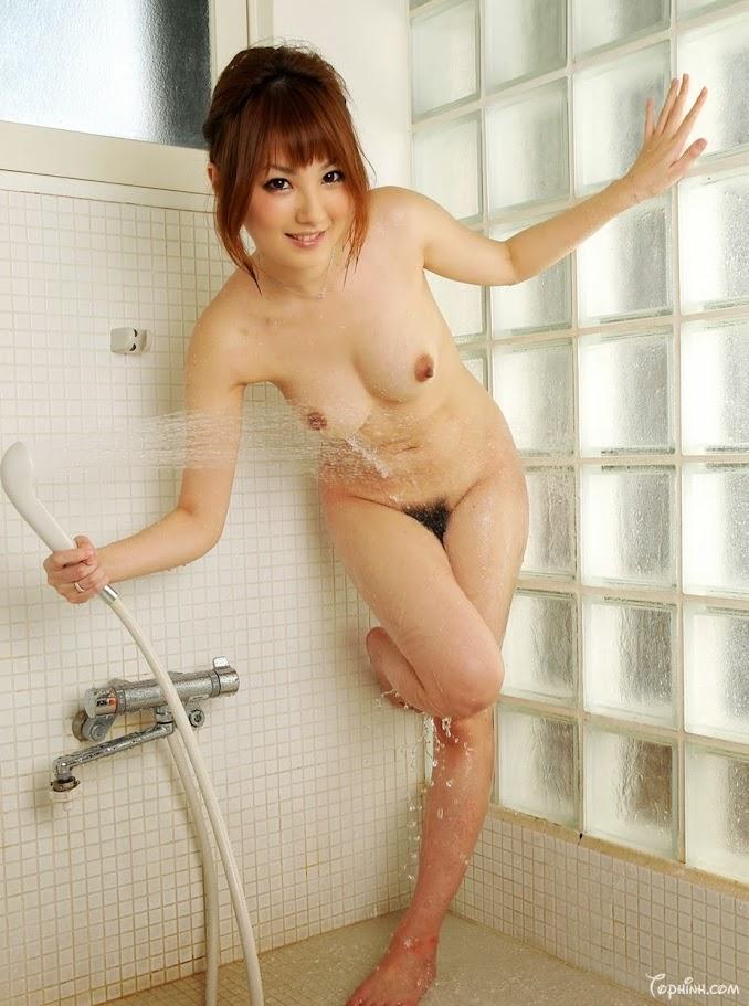 Hình sex em gái đang tắm vú to trắng đẹp Tsubasa Amami 9