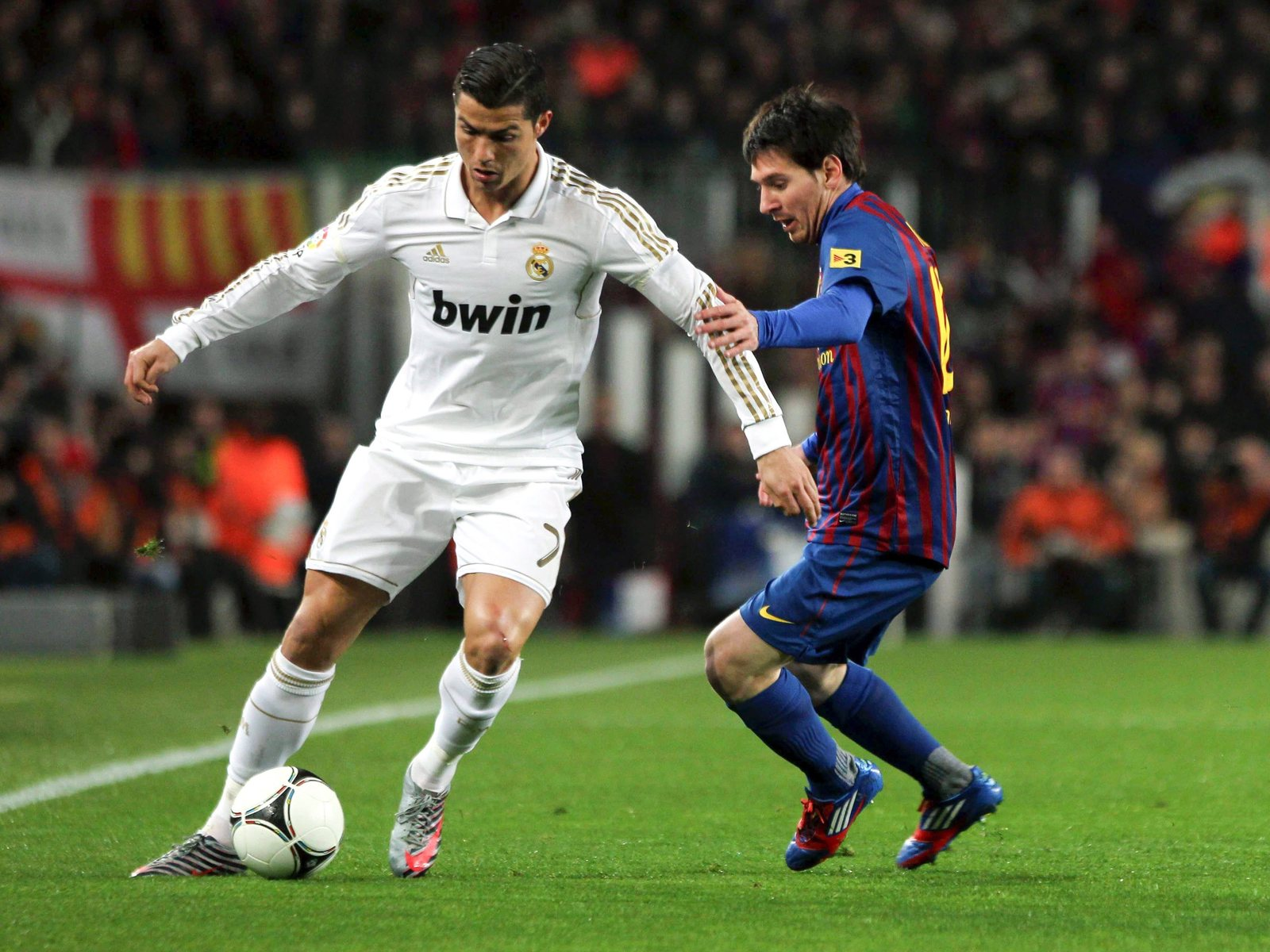 Ronaldo Vs Messi Wallpaper 2012 13 Ronaldo Vs Messi Wallpaper 2012 13