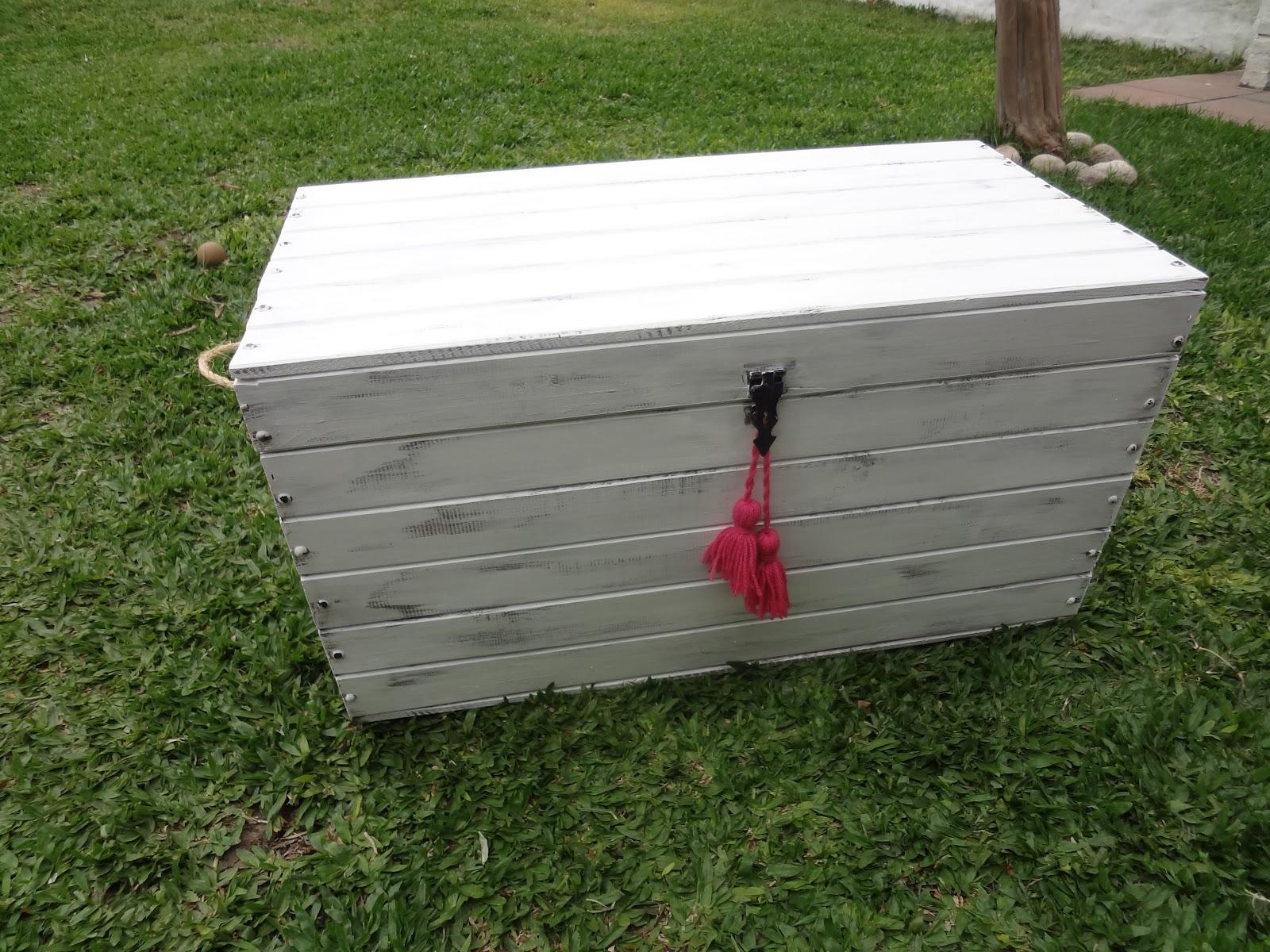 Blanco antiguo deco baul - Como decorar un baul de madera ...