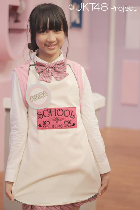 Ayana shahab memakai baju masak