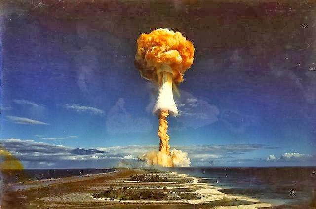 Explosión de la Bomba de Neutrones