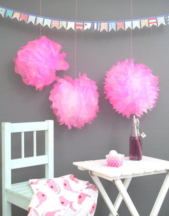Selbstgebastelte Deko für den Mädchengeburtstag: DIY Pompom!