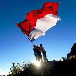 Cara Melipat dan Membentangkan Bendera Merah Putih