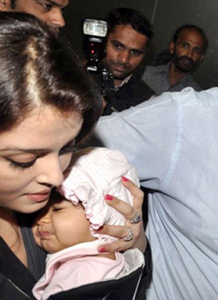 Ashwarya baby Aaradhya Bachchan Pics