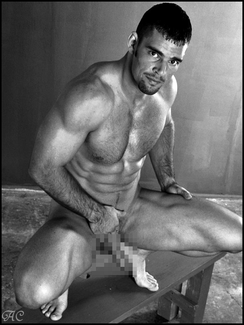Desnudos masculinos EL HOMBRE CONFUSO