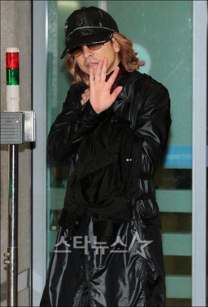 [Yoshiki] Yoshiki esta en Corea 20111025195045733b6_195616_0