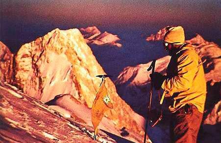Herman Buhl en la cima del Broad Peak. Foto tomada por Kurt Diemberger.