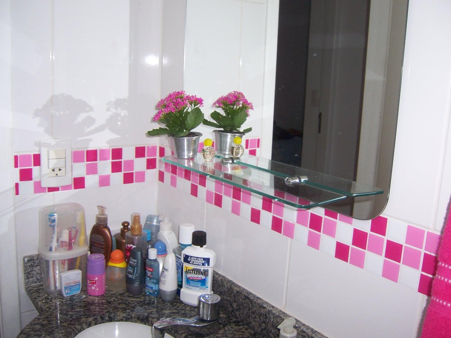 #A5265F Casinha colorida: Reformando as paredes sem fazer obras – azulejos 1552x1164 px Balcão Cozinha Americana Tok Stok_1897 Imagens